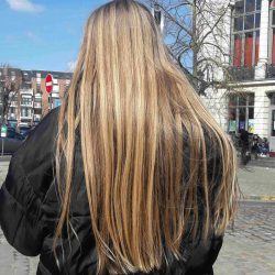Cheveux blonds vierges